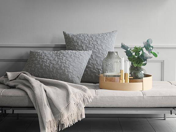 throw-vases-cushions